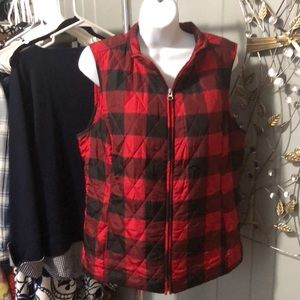 Croft & Barrow red and black plaid vest size med